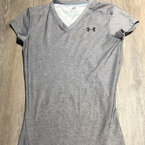 WOMEN'S GRAY SMALL V-NECK UNDER ARMOUR TEE SIZE SM